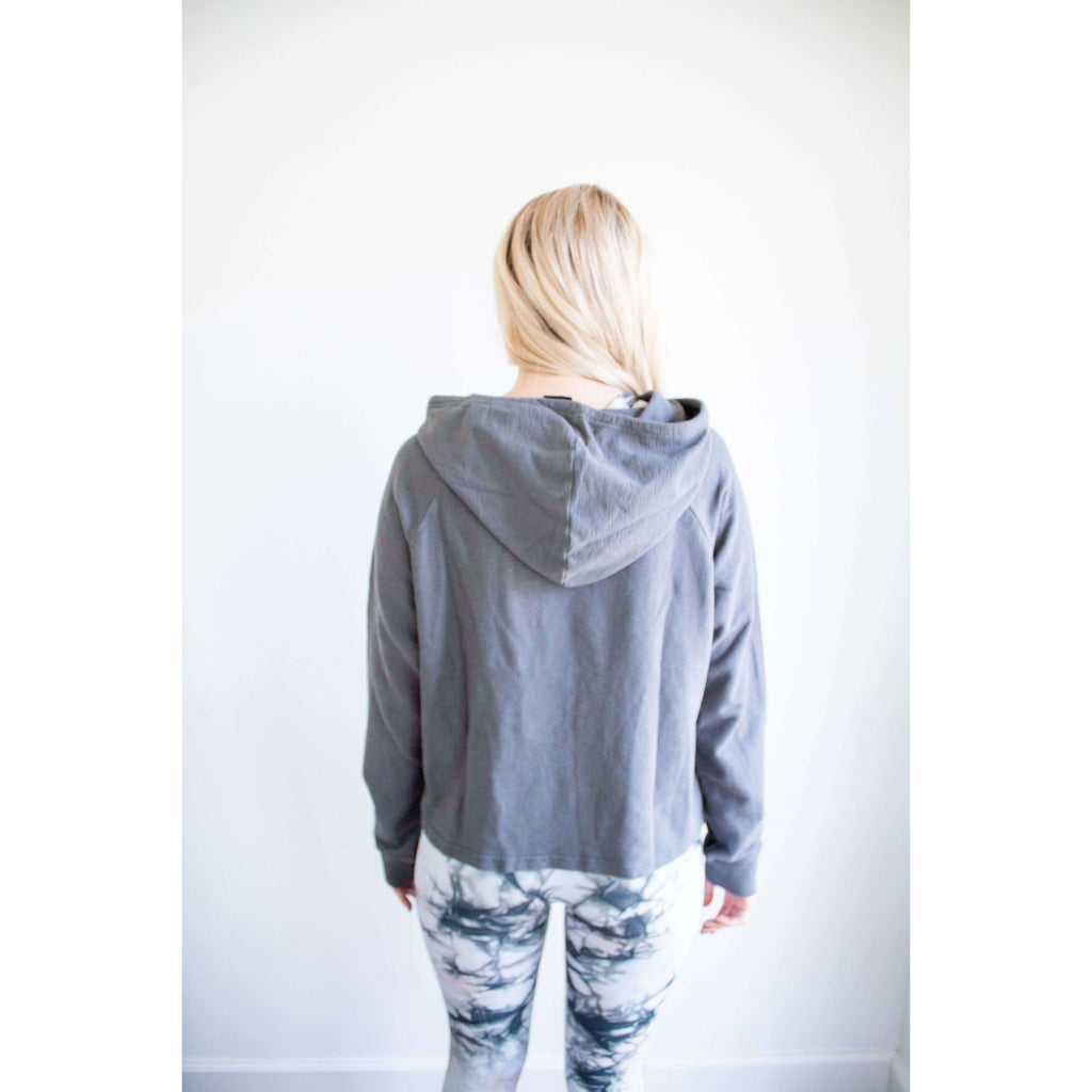 Mineral Wash Hooded Pullover in Gun Metal Gray