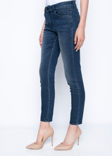 Load image into Gallery viewer, Ankle Length Diamond Stitched Jeans