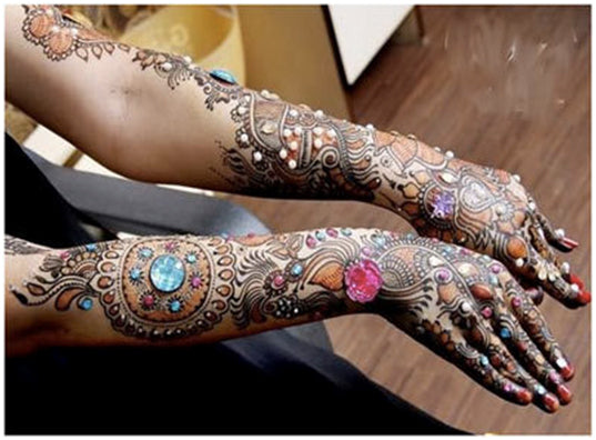 3 Dazzling Ways to Embellish Jagua or Henna Designs