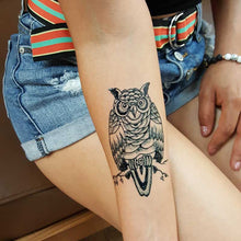 Load image into Gallery viewer, fresh jagua ink realistic looking temporary owl tattoo on girl with shorts..