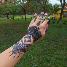 Load image into Gallery viewer, amazing traditional hand mehndi desing made with fresh jagua ink.