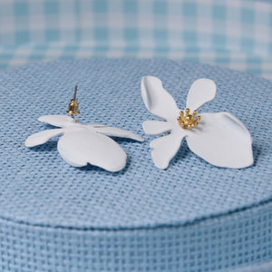 Lotus White Fashion Lightweight Earrings
