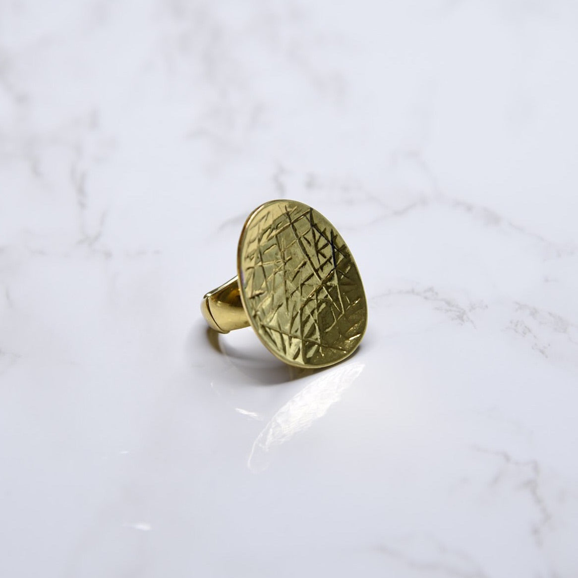 Textured Fashion Ring Gold Toned