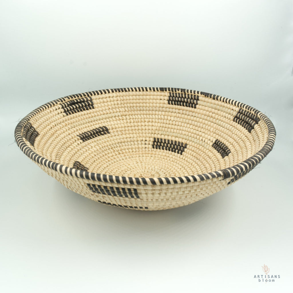 Fruit Basket - Black and Natural - Artisans Bloom