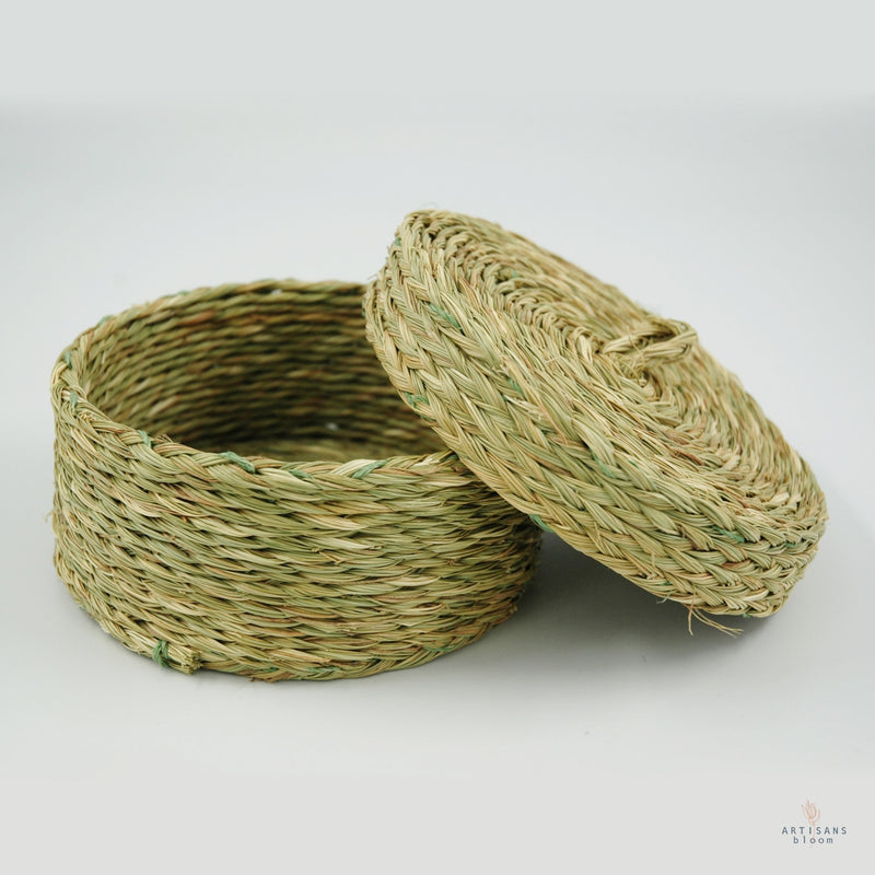 Small Lidded Basket - Natural - Artisans Bloom