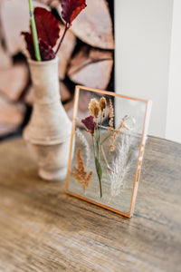 Gold photo frame rentals / Brianna Lane Photography / Pinewood Events / Something Borrowed Mpls Decor Rentals