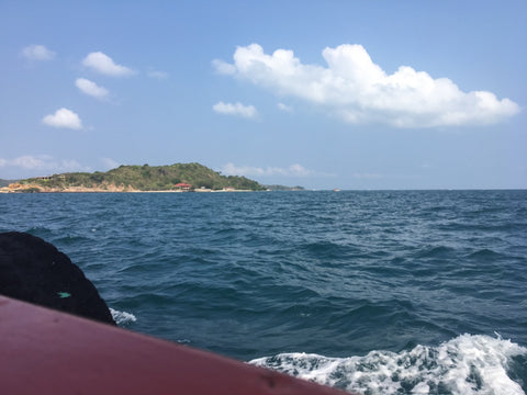 Approaching Ko Lan on boat - Irish Bootstrapper