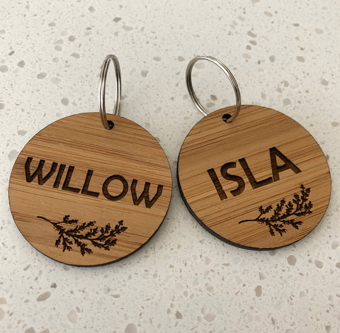 Keyring engraved with name/floral