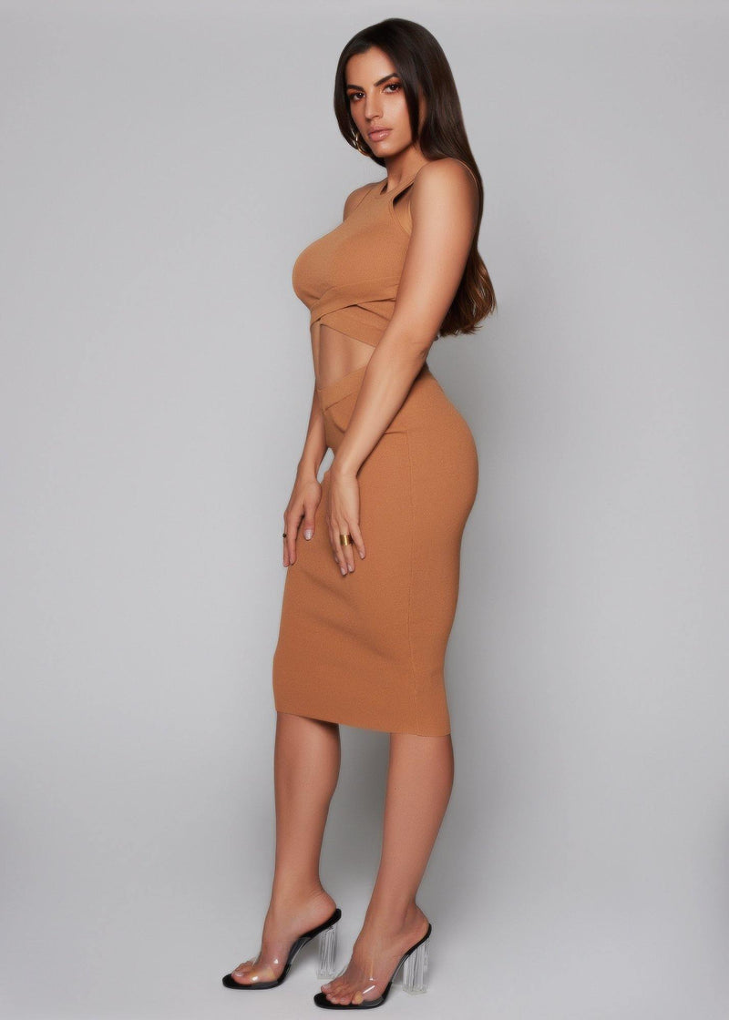 Two-piece set Pullover style Stretch high-waist skirt Pencil skirt Stretch crop top Brown color Elegant and casual Conforms to your curves The best look Machine wash with cold water 70% Rayon - 30% Nylon