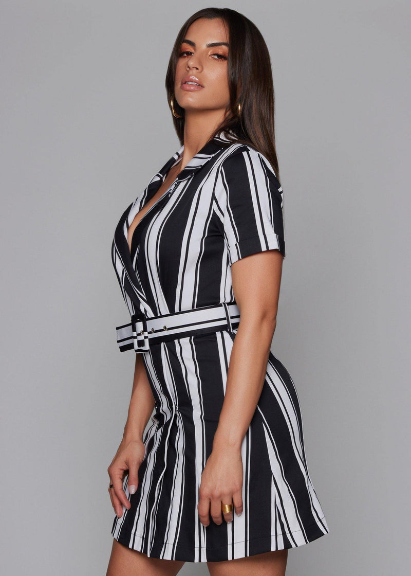 Functional front buttons Black and white dress Striped printe With 3/4 sleeves  Adjustable belt Elastic fabric Dry clean 97% cotton - 3%lycra fabric