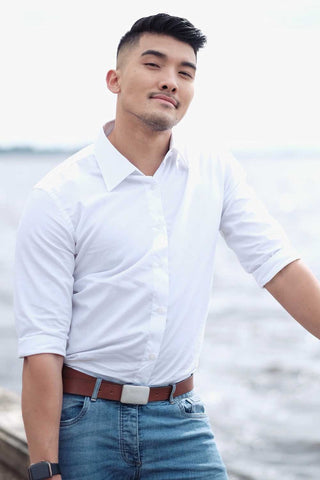 white-dress-shirt-model-standing-with-jeans