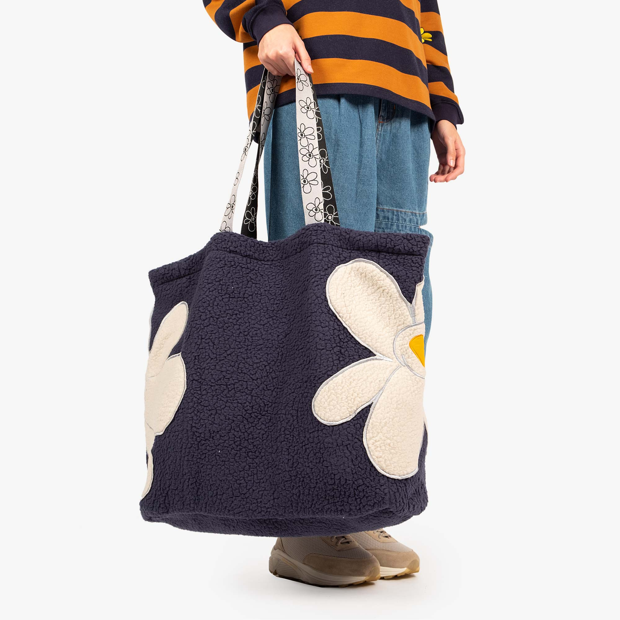 Perks and Mini (P.A.M.) Popping Gestures Recycled Shearling Tote Bag - Navy Fog 5