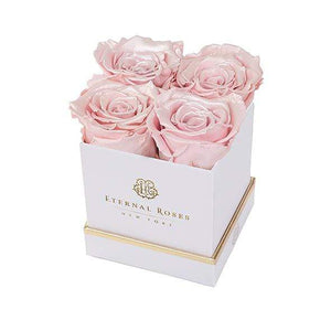 Eternal Roses® Gift Box White / Pearly Pink Lennox Gift Box