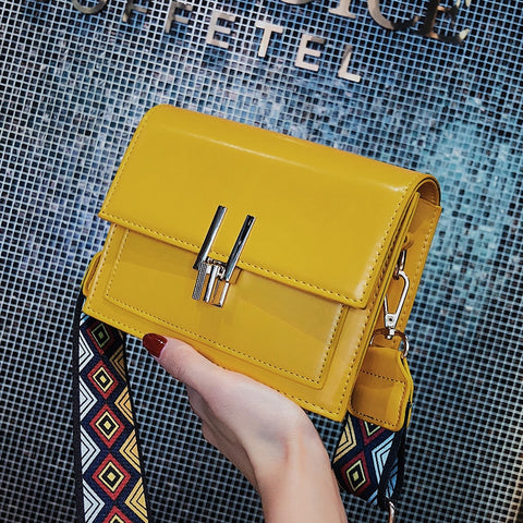 2018 Small Flap PU Patent Leather Shoulder Bags with Colorful Wide Strap