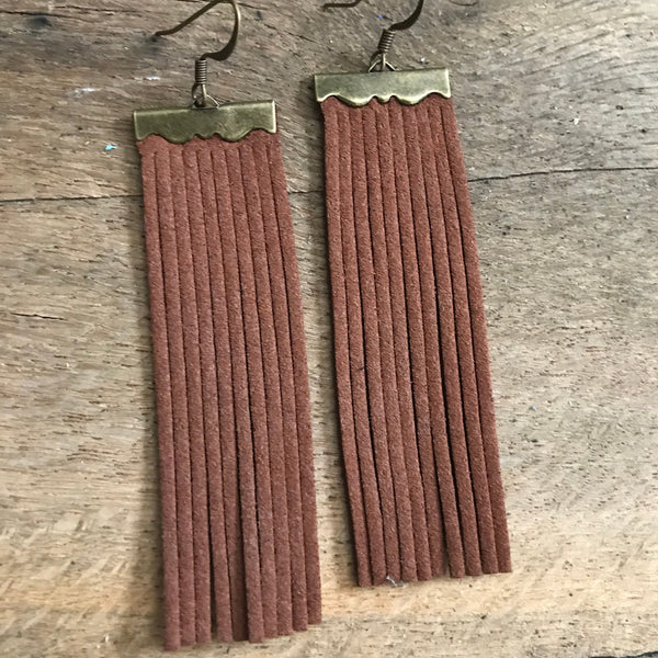 sydney-suede-leather-fringe-earrings-in-chocolate