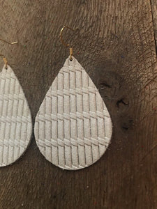 Knit cream  - Leather Earrings