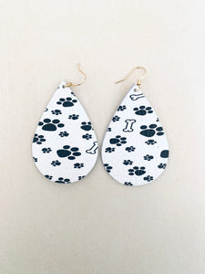 copy-of-black-and-white-kitty-black-cat-pattern-teardrop-leather-earrings-1