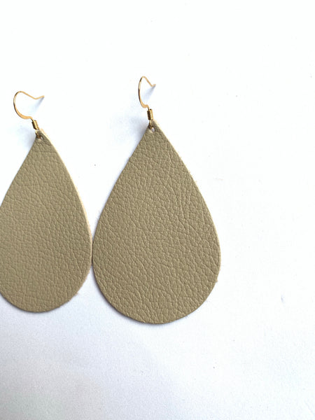 clay-beige-teardrop-leather-earrings