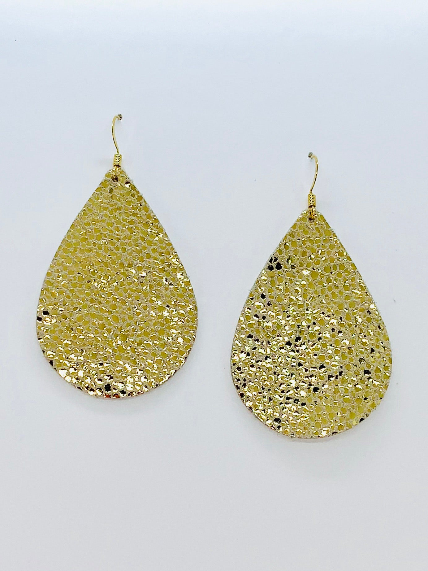 gold-glitter-teardrop-leather-earrings