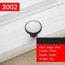 Black White Door Handles. - Paruse