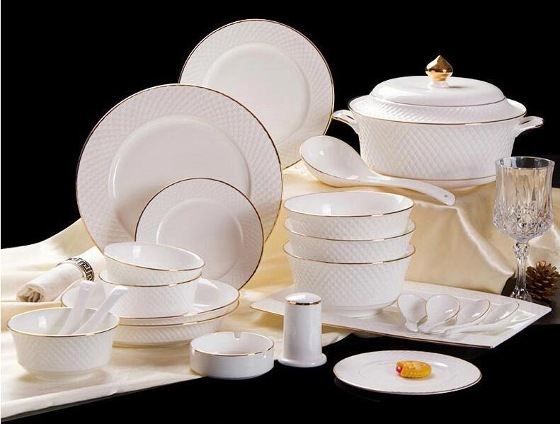 Luxurious European dinnerware set. - Paruse