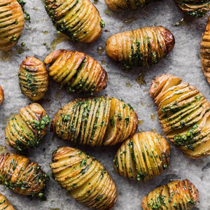 Hasselback Potatoes w/ Wild Garlic & Cashew Nuts Pesto – #Vegan
