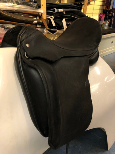 Consignment Custom Saddlery Laguna Dressage 17.5