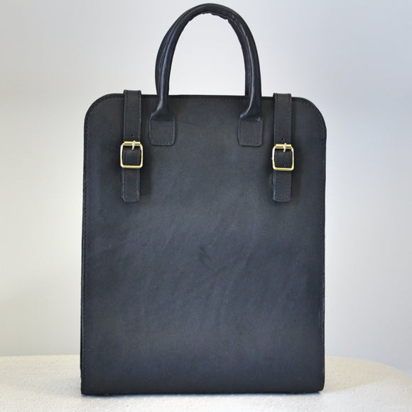 Ele leather handbag in black