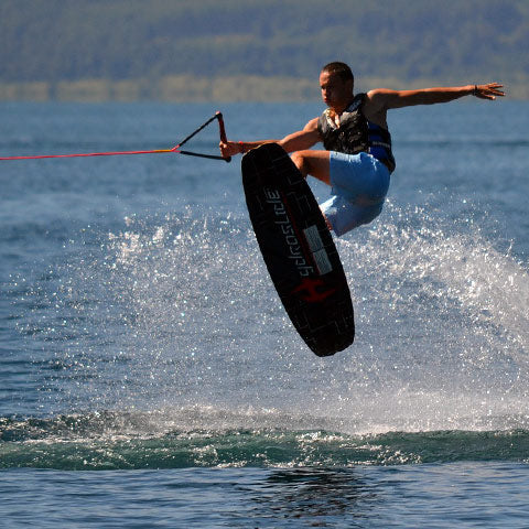 man holds wakeboarding rope