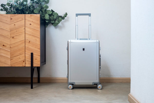 alluminum carry on luggage
