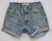 Load image into Gallery viewer, Vintage Levi's Denim Cut Off shorts 32""