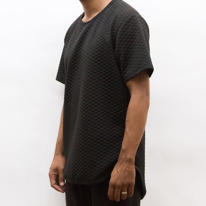 QUILTED SCALLOP TEE- BLACK.
