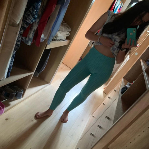 girl wearing teal yoga pants testimonial comfy era - Lovely, quick delivery, super comfortable - thanks Terry!