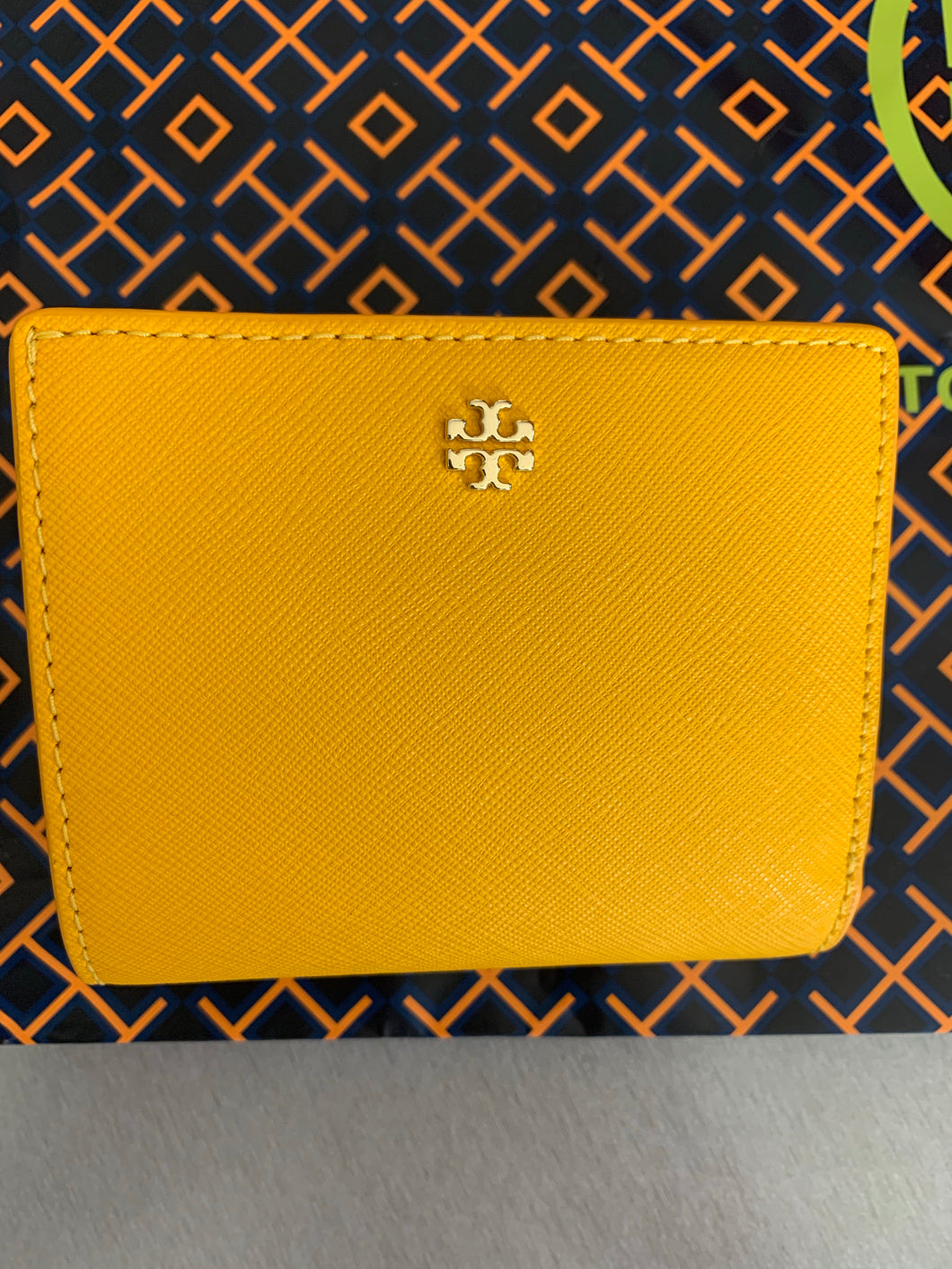 Tory Burch NEW WITH TAGS ROBINSON MINI WALLET - YELLOW