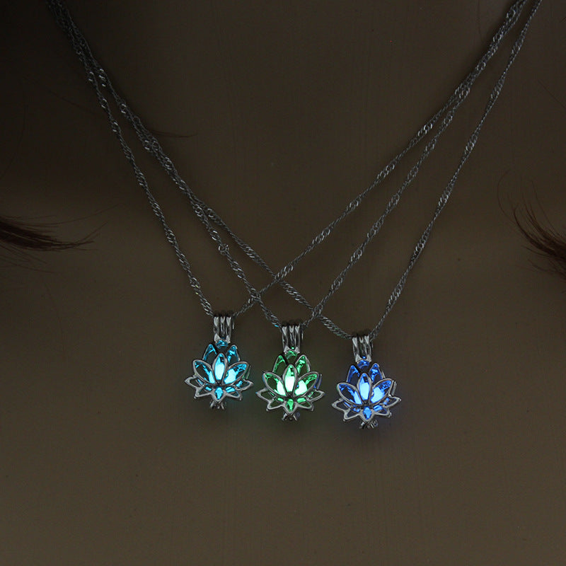 Glow In The Dark Flower Necklace - ethereal-arscenic