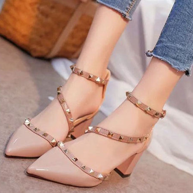 Rivet Pump Middle Heels