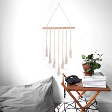 Load image into Gallery viewer, Wall Photo Macrame Hanging Display