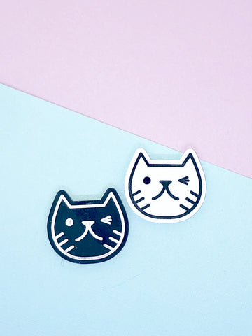 Cat face magnet black