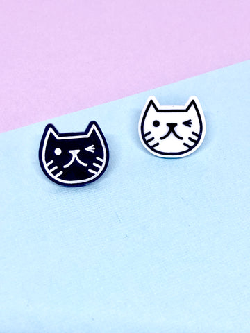 Cat face pin badge black