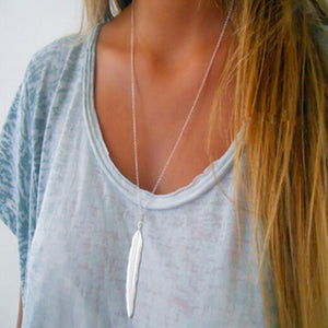Feather pendent necklace
