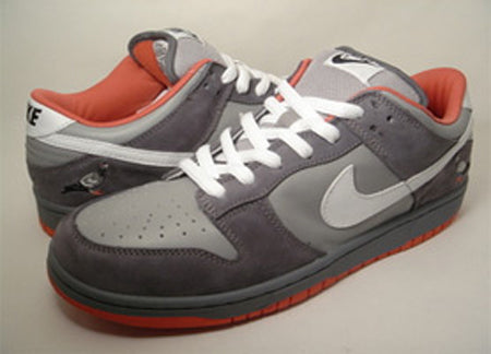 Pigeon Dunks follow up Staple Fall in store </p>                     </div>   <!--bof Product URL --> <!--eof Product URL --> <!--bof Quantity Discounts table --> <!--eof Quantity Discounts table --> </div>                        </dd> <dt class=