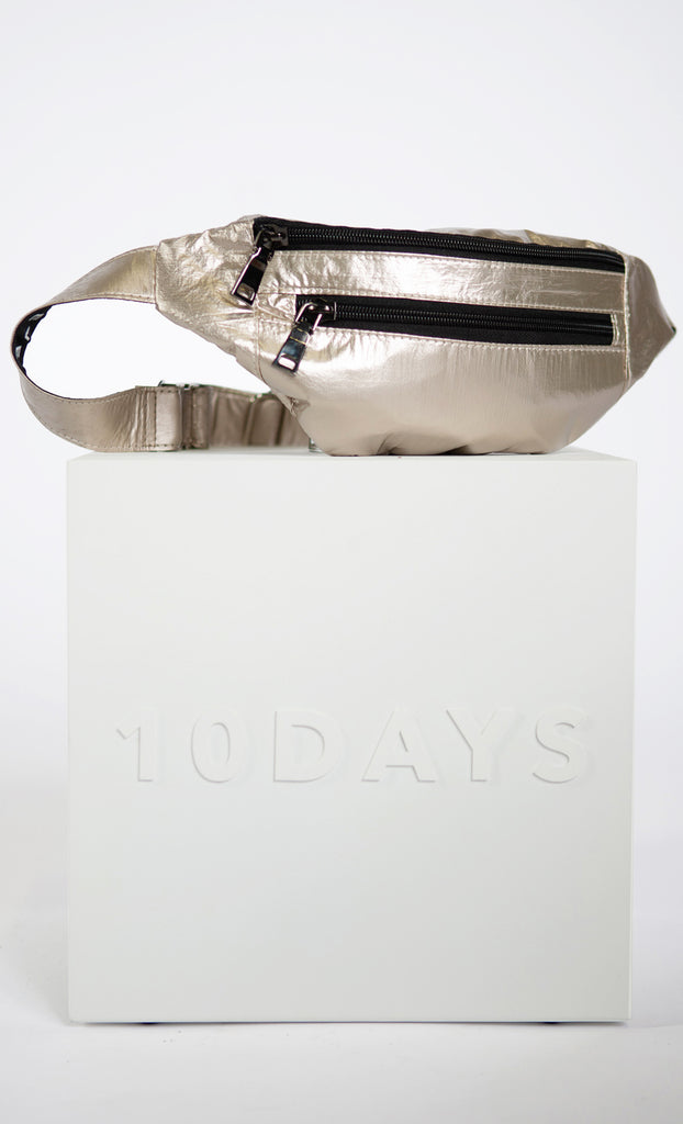 10DAYS Metallic fanny pack op blok