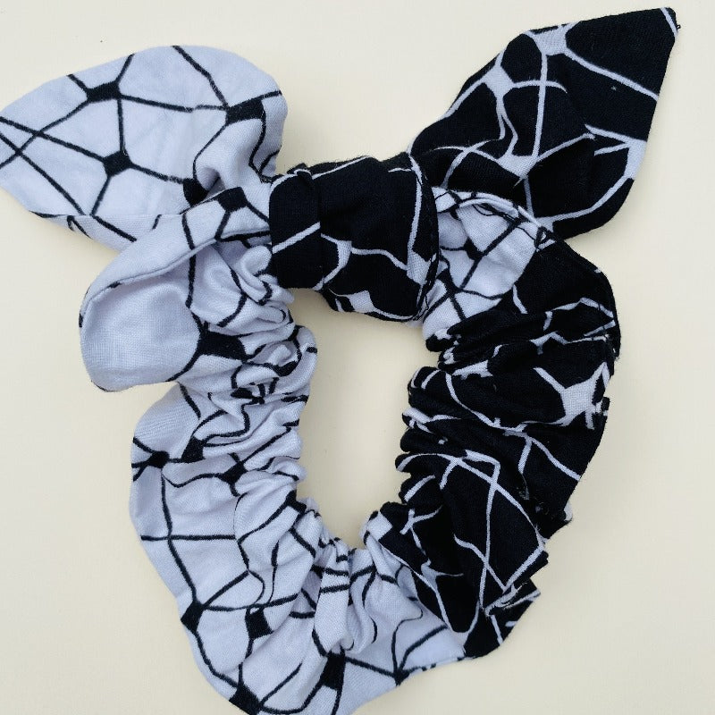 Minna scrunchie ears black grid