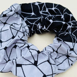 Calabar scrunchie black grid - mumutane