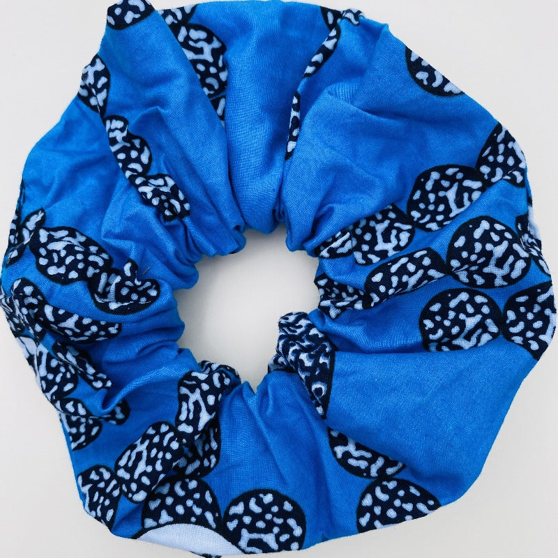 Calabar scrunchie blue eyes