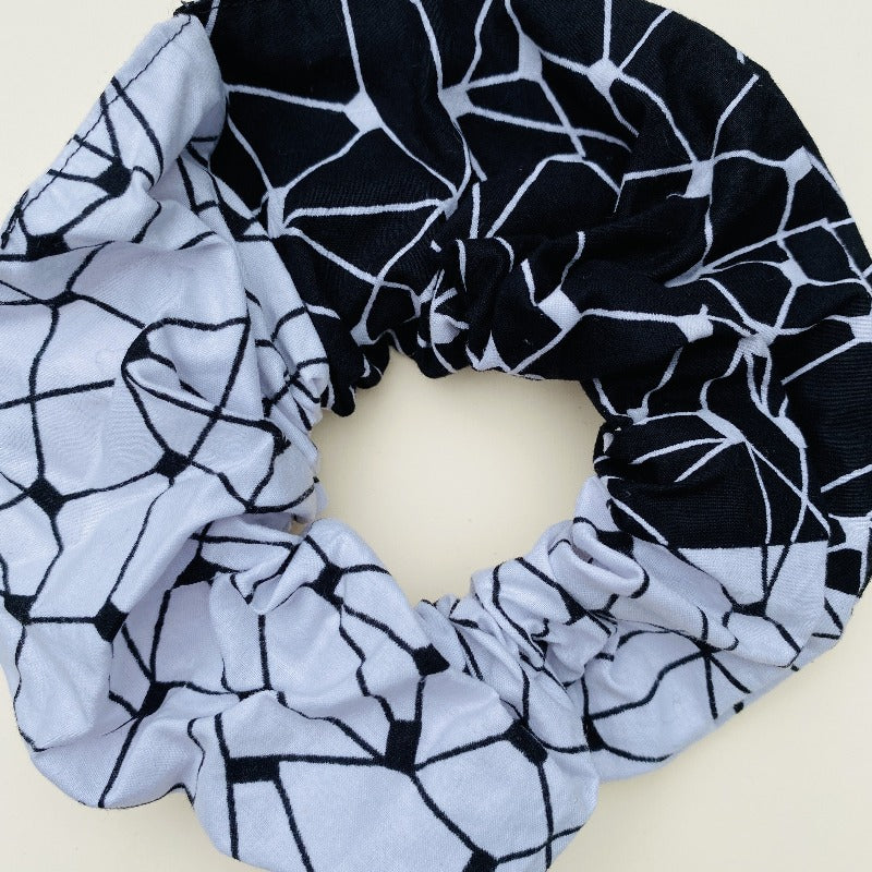 Calabar scrunchie black grid