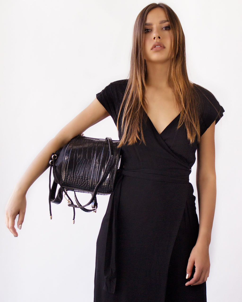 ASTATINE BUCKET BAG- BLACK