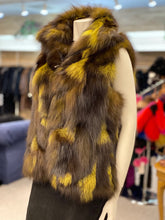 Load image into Gallery viewer, Fox Fur Zip Up Vest