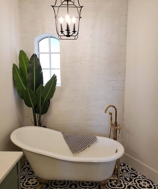 How to Decorate A Bathroom With Fake Plants
