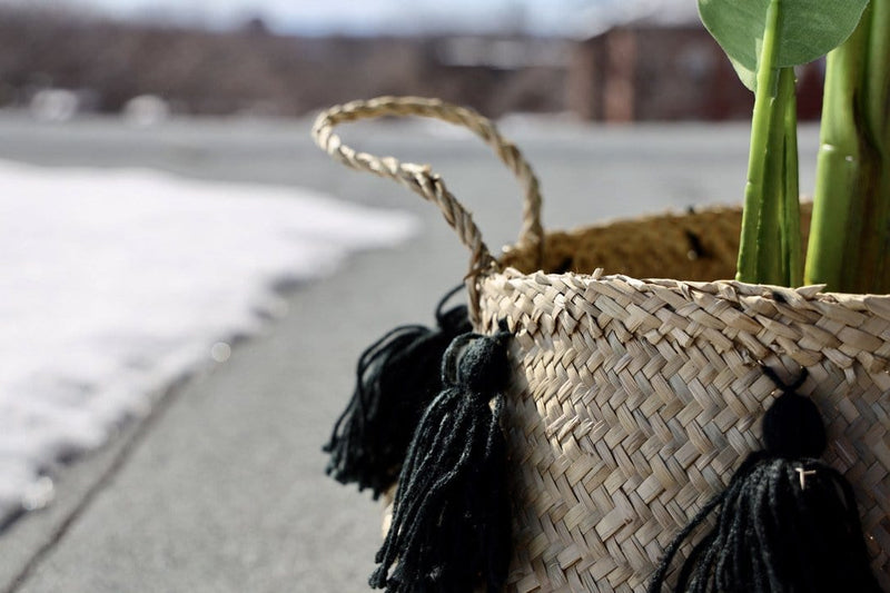 VIENNA - Seagrass Basket With Black Tassel